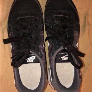Nike internationalist running shoe